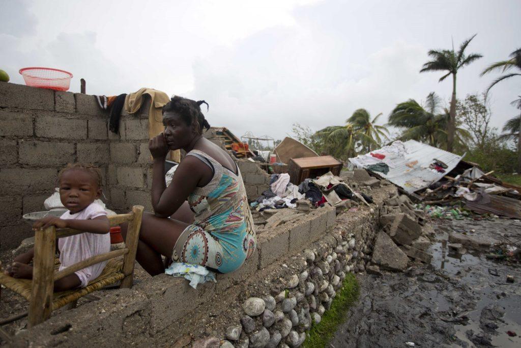 la-fg-haiti-hurricane-matthew-20161006-snap