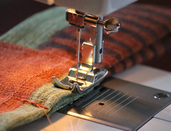 sewing-machine-1370025_1280